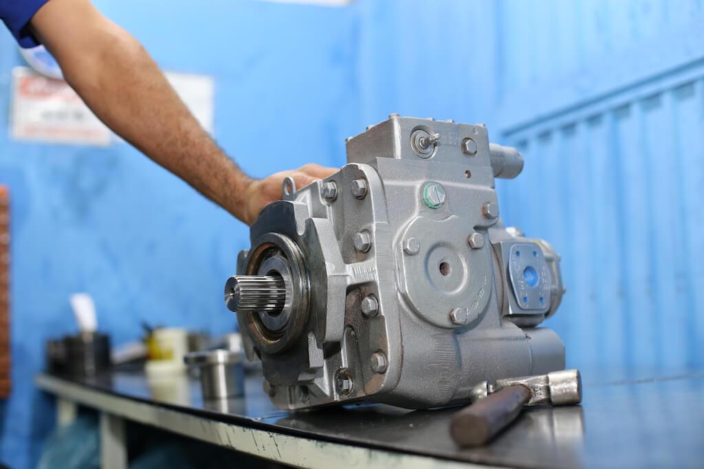 betonex-bomba-danfoss-serie-20-na-bancada-de-montagem